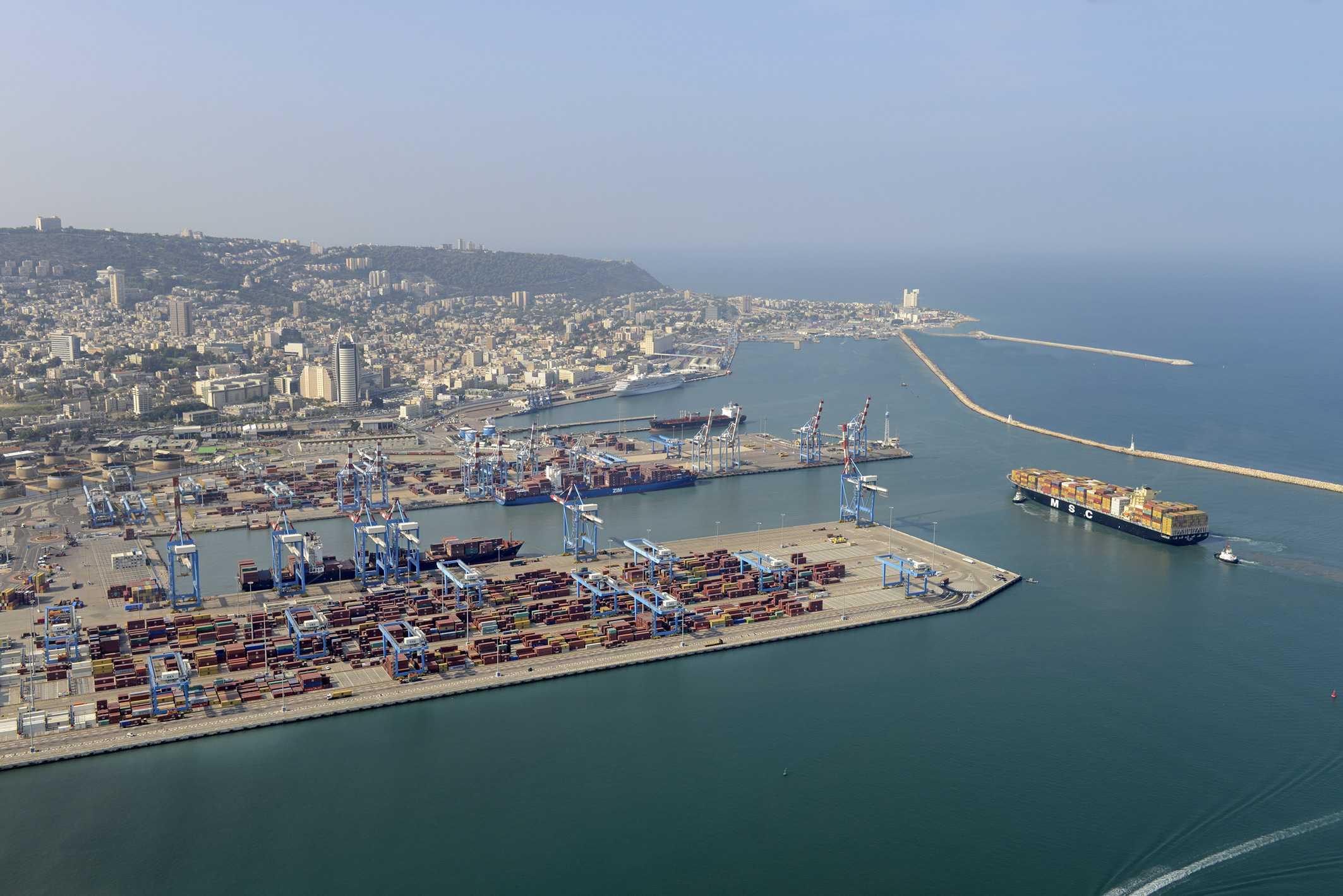 אוניות הובלה בנמל חיפה